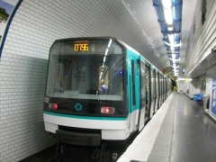 Métropolitain, station Pré-Saint-Gervais - Français:   Une MF 88 du métro parisien