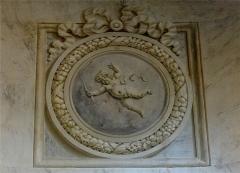 Hospice Debrousse - Français:   Peinture murale, médaillon de putti symbolisant l\'air, un des quatre éléments (par Henri Piètre). Salon du Pavillon de l\'Ermitage, Paris XXème arrondissement, France.