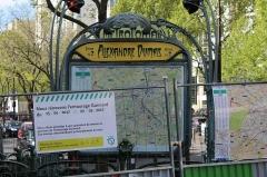 Métropolitain, station Alexandre-Dumas - Français:   Entrée de la station de métro Alexandre Dumas à Paris.