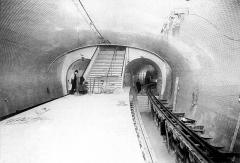 Métropolitain, station Gambetta - Français:   Photo du quai départ de la station Gambetta de la ligne 3 du métro de Paris (actuel quai terminus de la ligne 3bis), France.