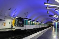 Métropolitain, station Gambetta - Français:   MF 67 D n°001 à la station Gambetta sur la ligne 3 du métro de Paris, France.