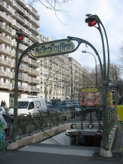 Métropolitain, station Philippe-Auguste -  Entrée Guimard à Phillipe-Auguste