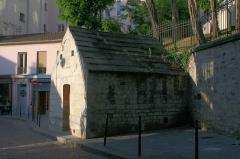 Eaux de Belleville : Regard Saint-Martin - Français:   Regard Saint-Martin (ou regard des des Petites-Rigoles), 42 rue des Cascades, Paris 20e arrdt.