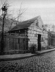 Eaux de Belleville : Regard Saint-Martin - Français:   Regard Saint-Martin, Paris. Photo extraite du procès-verbal de la Commission municipale du Vieux Paris, 12 octobre 1899
