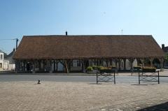 Halles - Deutsch: Markthalle in Beaumont-du-Gâtinais (Frankreich)