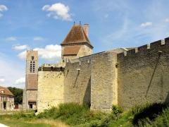 Château - Ancienne poterne et tour Carrée.