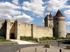 Château - Courtine entre la poterne et la tour des Gardes.
