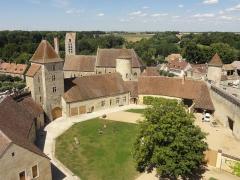 Château - Vue depuis le donjon vers le nord et l'église Saint-Maurice.