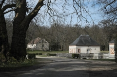 Château de Bourron - Deutsch:   Château de Bourron in Bourron-Marlotte im Département Seine-et-Marne (Île-de-France/Frankreich), Park und Nebengebäude