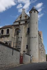 Abbaye Saint-Séverin - Deutsch: Ehemalige Abtei Saint-Séverin in Château-Landon, einer Gemeinde im Département Seine-et-Marne (Île-de-France), aus dem 12. Jahrhundert