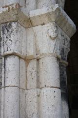 Eglise Saint-André - Deutsch: Ehemaliges Priorat Saint-André in Château-Landon, einer Gemeinde im Département Seine-et-Marne (Île-de-France), aus der Mitte des 12. Jahrhunderts, romanische Kapitelle am Portal