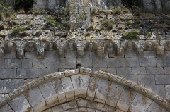 Tour Saint-André - Deutsch: Ehemaliges Priorat Saint-André in Château-Landon, einer Gemeinde im Département Seine-et-Marne (Île-de-France), aus der Mitte des 12. Jahrhunderts, skulptierte Kragsteine