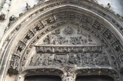 Eglise Saint-Jean-Baptiste - Deutsch: Katholische Pfarrkirche Saint-Jean-Baptiste (Johannes der Täufer) in Dammartin-en-Goële im Département Seine-et-Marne (Région Île-de-France/Frankreich), Tympanon am Portal