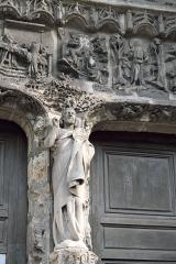 Eglise Saint-Jean-Baptiste - Deutsch: Katholische Pfarrkirche Saint-Jean-Baptiste (Johannes der Täufer) in Dammartin-en-Goële im Département Seine-et-Marne (Région Île-de-France/Frankreich), Portal aus dem 15. Jahrhundert, Skulptur Johannes des Täufers