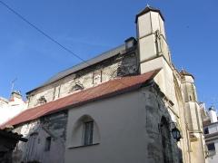 Eglise Saint-Furcy  : partie subsistante - Français:   Restes de l\'ancienne église Saint-Fursy (façade et trois travées). L\'intérieur est aujourd\'hui occupé par une brasserie. (Lagny-sur-Marne, Seine-et-Marne, région Île-de-France)