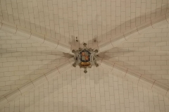 Eglise de Lorrez-le-Bocage - Français:   Croisée d\'ogive peinte. Blason de la famille Ségur.