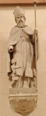 Eglise de Lorrez-le-Bocage - Français:   Saint Blaise: Évêque et martyr, Blaise a occupé le siège épiscopal de Sébaste en Arménie. En 316, pendant les persécutions ordonnées par l\'Empereur Licinius, il est mort décapité après avoir été torturé au moyen de peignes de fer tels qu\'en utilisent les cardeurs.Son culte a commencé au VIIIe siècle.  On rapporte qu\'il a sauvé de l\'étouffement un enfant qui avait avalé une arête de poisson. Il est représenté en habits épiscopaux, avec la carde et les chandelles qui lui ont été apportées, pendant son emprisonnement, par la mère de l\'enfant qu\'il avait sauvé. Invoqué pour les maladies de la gorge et contre les ouragans.  Protecteur des bergers, des agriculteurs, cardeurs, sonneurs d\'instruments à vent, matelassiers et laryngologistes.