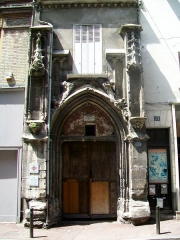 Eglise Saint-Christophe - Français:   Portail de l\'ancienne église St-Christophe, 26 rue du Grand-Cerf