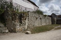 Château - Deutsch: Mauer der Burg von Montereau-Fault-Yonne im Département Seine-et-Marne in der Region Île-de-France(Frankreich), Ende 12./Anfang 13. Jahrhundert