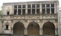 Maison dite de François Ier ou Hôtel de Chabouillé, dans la cour de l'Hôtel de ville -  Moret-sur-Loing, Seine-et-Marne, France: Maison de François Ier