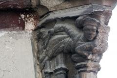 Maisons néogothiques - English:  Capital.