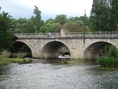 Pont de Moret - Nederlands: De rivier Loing in Moret-sur-Loing