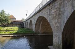 Pont de Moret -  Le pont de Moret-sur-Loing sur la rivière le Loing.