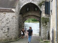 Poterne - Nederlands: Een poort in Moret-sur-Loing