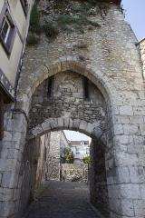 Poterne -  La poterne d'accès à la berge du loing à  Moret-sur-Loing  (Seine-et-Marne, France)