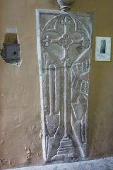 Eglise Saint-Clair-Saint-Léger - Deutsch: Katholische Pfarrkirche Saint-Clair-Saint-Léger in Souppes-sur-Loing im Département Seine-et-Marne in der Region Île-de-France (Frankreich), Grabplatte eines Landwirts, aus dem 16. Jahrhundert.