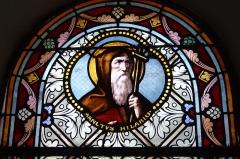 Eglise Saint-Amand - Deutsch: Bleiglasfenster in der katholischn Pfarrkirche Saint-Amand in Thomery im Département Seine-et-Marne (Île-de-France), Darstellung: hl. Hilario