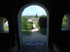 Eglise - Français:   Vue extérieure, depuis le caquetoir.