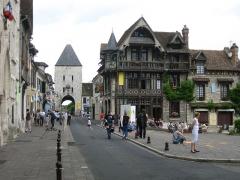Maison Raccolet - Nederlands: Een straat in Moret-sur-Loing