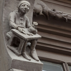Maison Raccolet - English:  Carved decoration of the Racollet's House: the usurer.