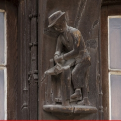 Maison Raccolet - English:  Carved decoration of the Racollet's House: the joiner.