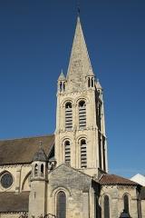Eglise Notre-Dame - Deutsch: Katholische Pfarrkirche Notre-Dame in Bougival im Département Yvelines (Île-de-France/Frankreich), Glockenturm aus dem 12. Jahrhundert