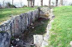 Allée sépulcrale de la Cave aux fées -  La Cave aux Fées à Brueil-en-Vexin - Yvelines (France), vestiges d'une allée couverte de l'époque néolithique.