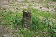 Domaine dit Désert de Retz - English: Boundary marker in the Désert de Retz park in Chambourcy, France