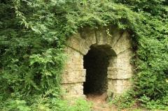Domaine dit Désert de Retz - English:   Cave in the Désert de Retz park in Chambourcy, France
