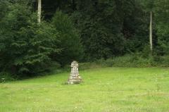 Domaine dit Désert de Retz - English: Little altar in the Désert de Retz park in Chambourcy, France