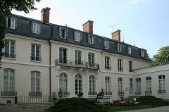 Château -  Façade du Château du dernier seigneur et premier maire de Croissy