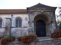 Eglise Notre-Dame-de-l'Assomption -  Le porche de l'église d'Évecquemont (Yvelines, France)