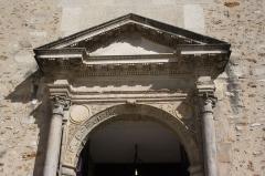 Eglise Saint-Martin - Deutsch: Katholische Pfarrkirche Saint-Martin in Jouy-en-Josas im Département Yvelines in der Region Île-de-France (Frankreich), Renaissanceportal