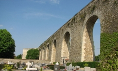 Aqueduc - English: Aqueduct of Louveciennes, Louveciennes (France)