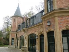 Ancien château de Madame du Barry - Français:   Petit pavillon à l\'entrée de la propriété de Madame du Barry, Chemin de la Machine au village de Voisins à Louveciennes (Yvelines, France