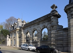 Ancien château de Madame du Barry - English:   Pavilion of reception in the entrance of château de Mme du Barry in Louveciennes, Yvelines department, France. The building was erected by the architect Henri Goury at the end of the XIXth century as a part of the domain of Mme du Barry.
