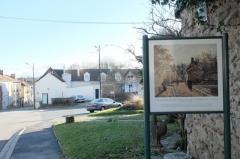 Château de Voisins - Français:   Une rue de village, Louveciennes, Camille Pissarro