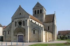 Eglise Sainte-Anne-de-Gassicourt - Deutsch: Kirche Sainte-Anne in Gassicourt, einem Stadtteil von Mantes-la-Jolie im Département Yvelines (Île de France)