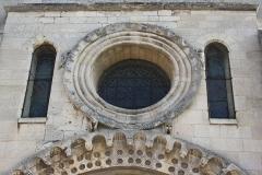 Eglise Sainte-Anne-de-Gassicourt - Deutsch: Kirche Sainte-Anne in Gassicourt, einem Stadtteil von Mantes-la-Jolie im Département Yvelines (Île de France), Westfassade mit Okulus