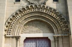 Eglise Sainte-Anne-de-Gassicourt - Deutsch: Kirche Sainte-Anne in Gassicourt, einem Stadtteil von Mantes-la-Jolie im Département Yvelines (Île de France), romanisches Portal